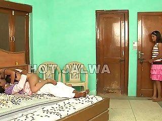Badi Bhan Nokar Se Choti Bhan Padosi se -sexdesh.com