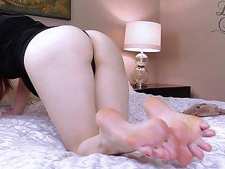 Feet & Pantyhose Masturbation Instructions by Lady Fyre