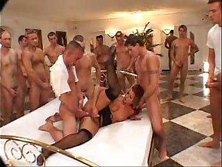 video porno hardcore grosse pute remplie par tous les trous