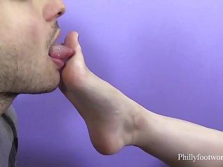 My boyfriend loves to suck my toes